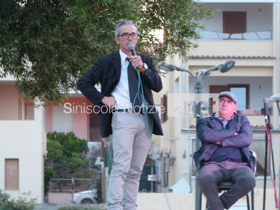 Gian Pietro Gusai durante il confronto pubblico fra candidati a La Caletta