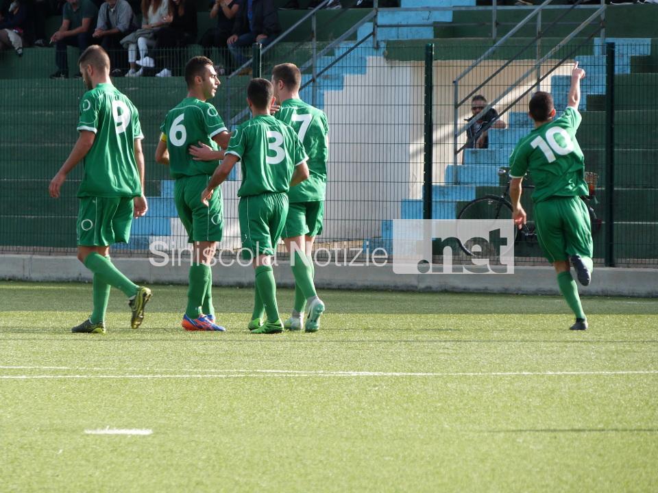 L'esultanza dello Sporting per il gol di Romano