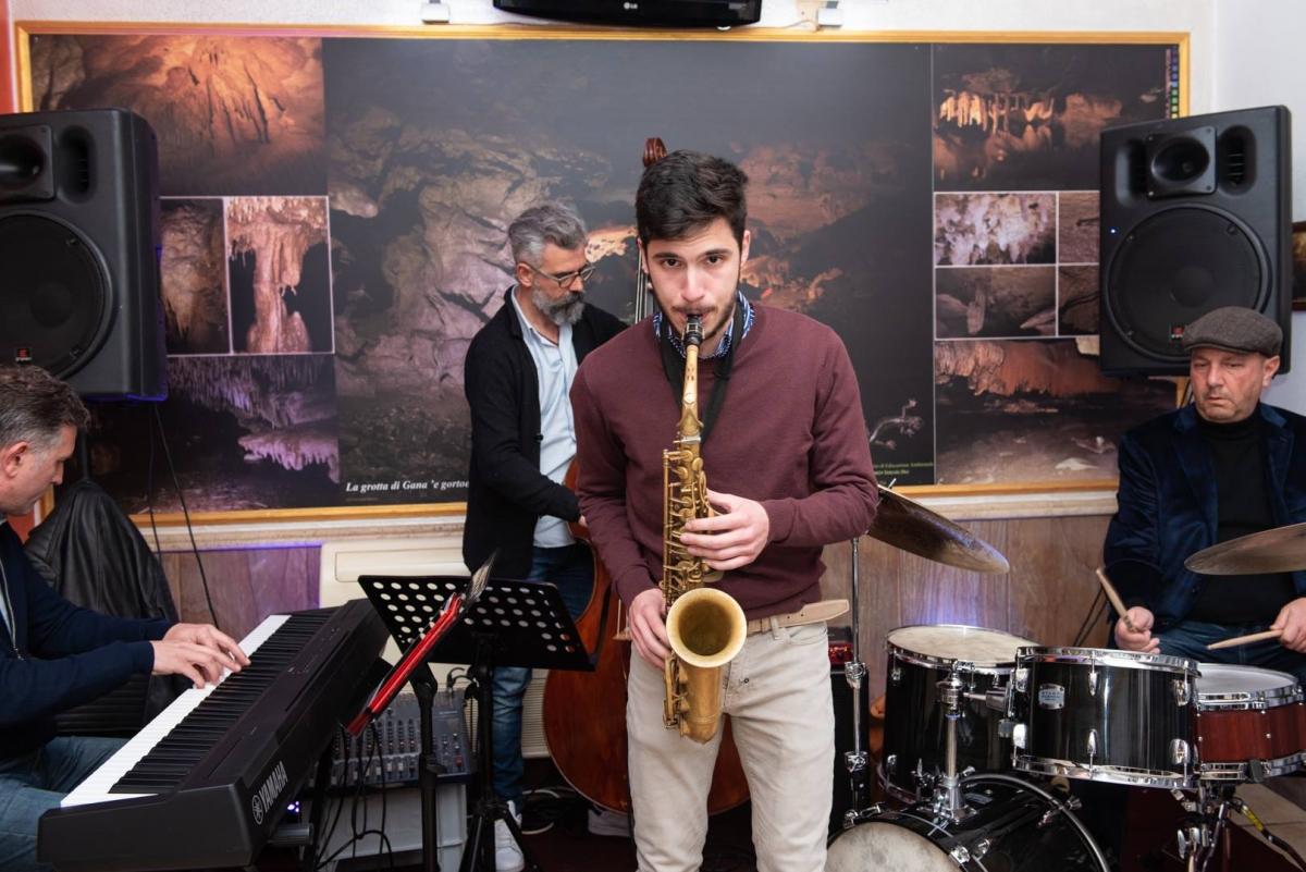 Elias Lapia con il trio Heritage. Foto Ale Cucchi